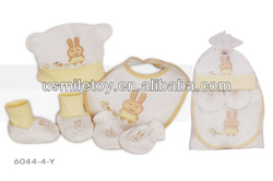 2013 hot sale plush 4 piece baby product including sock hat bib and shoes