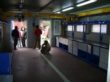 Mobile lab equipped with overhead crane