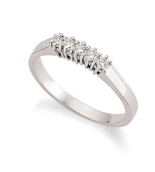 18 carat white gold engagement ring