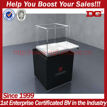 Crystal,pebble and diamond display shop features display cabinet with lock
