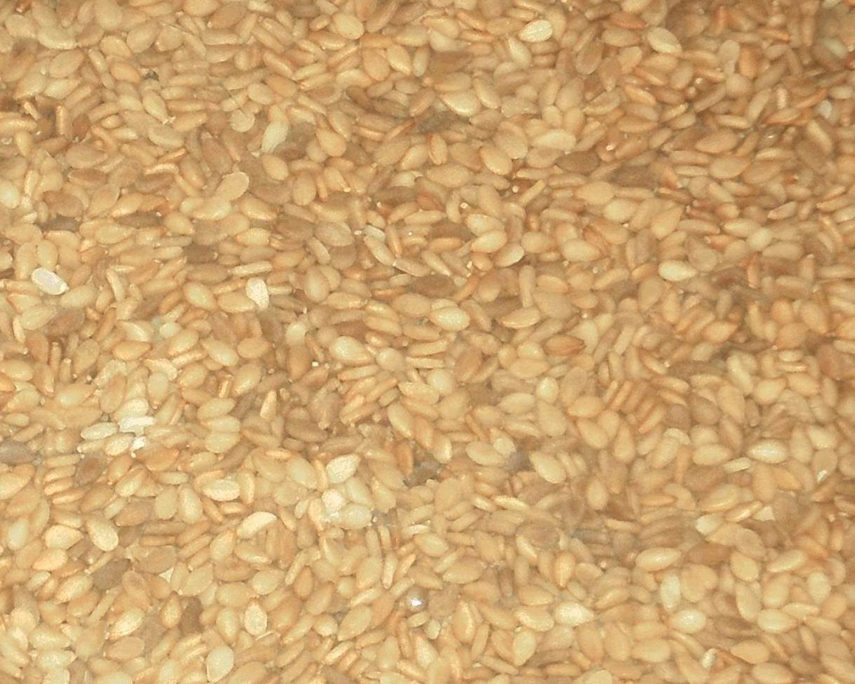 Yellow sesame seeds