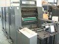 utiliza máquinas de impresión