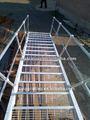 las rejillas de metal al aire libre escalera