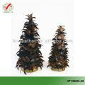 arbres de noël décoré de plumes naturelles