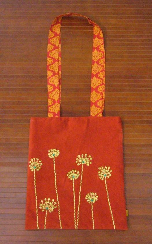 Amazon.com: The Art of Embroidered Flowers (9781903975381): Gilda
