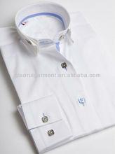de alta moda de las señoras con volantes blanca cuello camisa casual