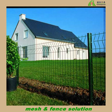 Backyard Curved Metal Fencing for Homes