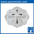 diamante a forma di croce in argento con fiorisce occidentale fibbia della cintura