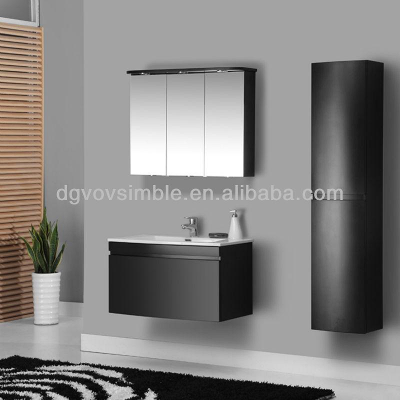 bano moderno italiano : de cuarto de ba?o del gabinete del espejo con la luz/italiano moderno ...