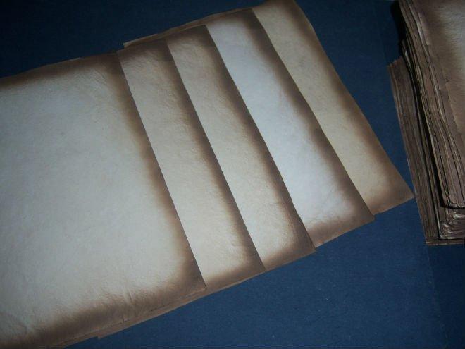 Antigo olhar antigo de papel para cartões de casamento, jornal e papéis de caligrafia