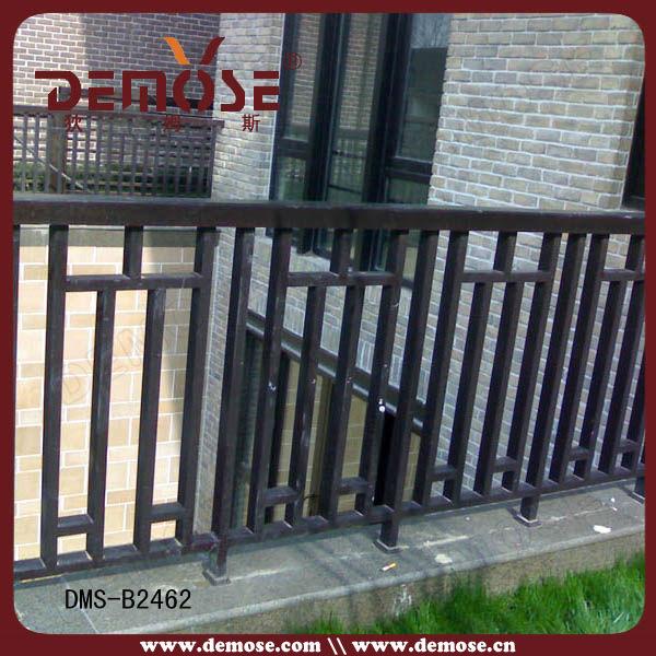 Modelos de gates e cerca de ferro para varanda ao ar livre