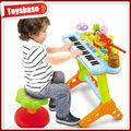 Les noms des instruments de musique. Clavier de musique jouets