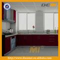 engastado con diseño modular de cocina brillante y roja