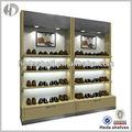 De madera de zapatos al por menor escaparate