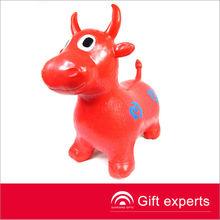 2013 personalizado de promoción inflable vaca animal de juguete