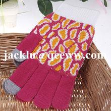 Jacquard knitted touchscreen gloves for girls