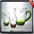 Graduado de color de vidrio de la jarra, y vaso de vidrio en gdl