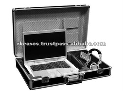 UNIVERSAL CASE FOR 17 INCH LAPTOP WITH STORAGE COMPARTMENT