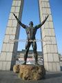 escultura de bronce hombre desnudo