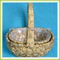ผักตบชวาตะกร้าพืชในร่มที่แขวนอยู่