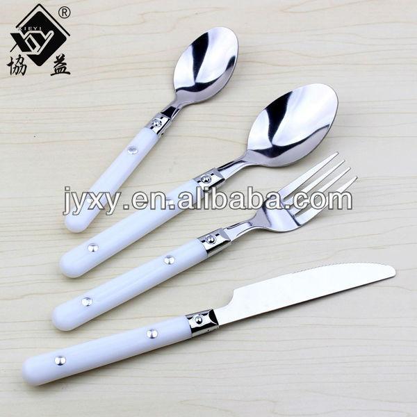 جودة عالية الاقتصادية أنيقة نوع مختلف من أدوات المائدة الفولاذ المقاوم للصدأ أطباق مع مقبض الأبيض pp