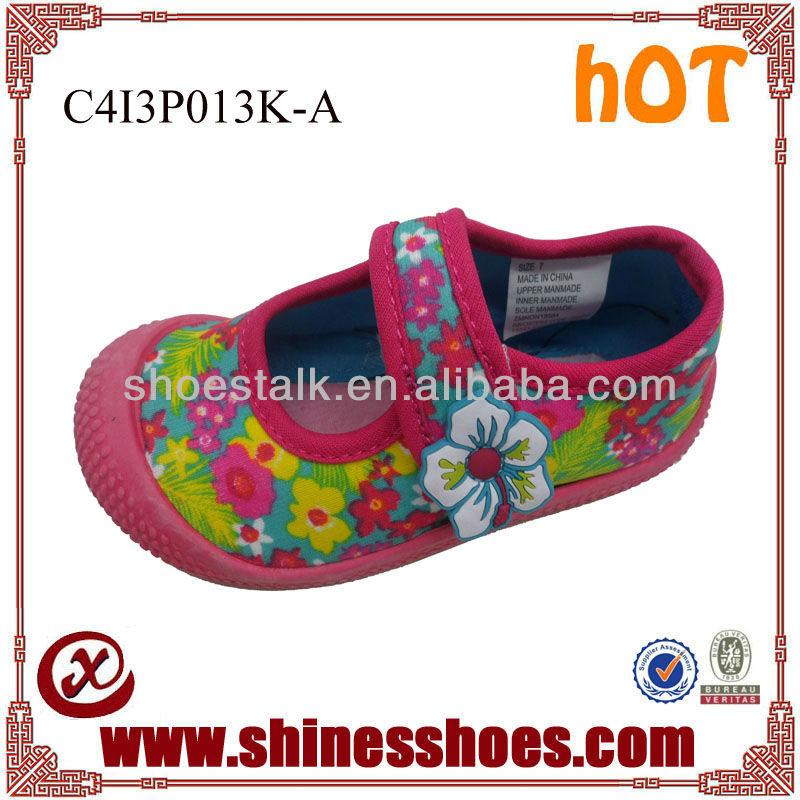 Anti-slip Velcro flowers upper for girls water shoes