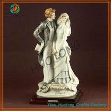 Resin unique hot selling fashion popular polyresin wedding figurines