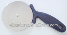 black plastic handle pizza cutter
