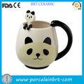 ومن ناحية الرسم بالأسود والأبيض الاقداح الخزفية على شكل حيوان الباندا الجميلة