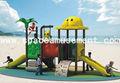 espaço de diversão ao ar livre das crianças balanços e slide