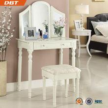 china honorable vestidor de madera mesa y una silla