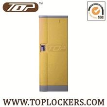 4 compartment locker