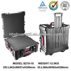 Plastic storage case with handle