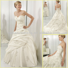 ML0269 Femininity Softly Whispers Through The Floral Shaped Lace Taffeta Wedding Gown
