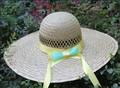chapéus feitos de materiais reciclados