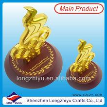 2014 new design cheap fashion gold award trophy memento for sale