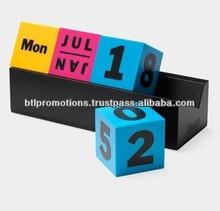 Desk cube calendar