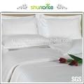 banda de satén blanco conjunto ropa de cama para la casa o un hotel con