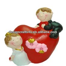 Happy Style Resin Couple Statue Valentine's Ornament