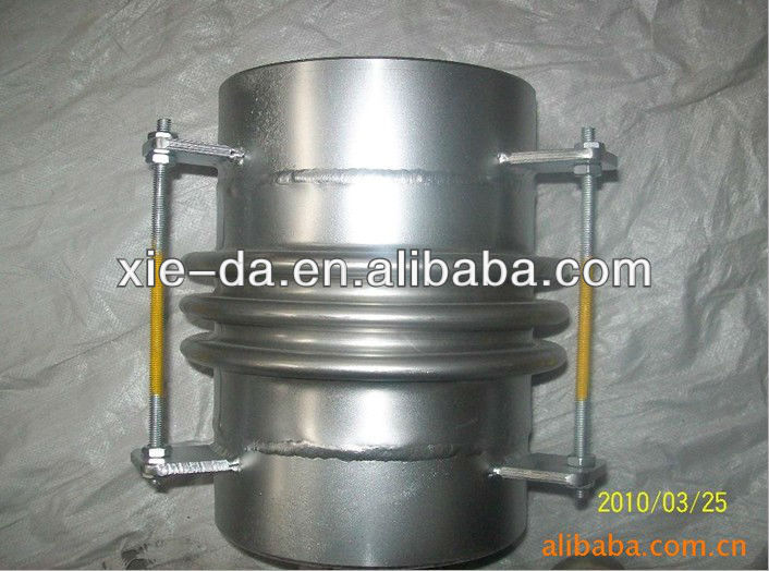 To take over the connection of stainless steel metal compensator