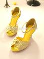 amarillo más reciente del alto talón zapatos de la señora con un diseño floral de encaje hasta las sandalias para niños
