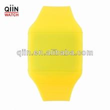 CM8018 flip watch