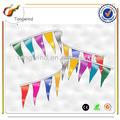 Tw3044 eco- friendly promoção impresso pe/papel/não- tecido/tecido personalizado feltro pennant triângulo bandeiras