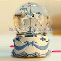 Polyresin+glass 100mm caballo rotación globo de agua con el tono de la música, por encargo de globos de nieve