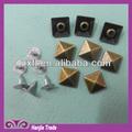 nuevo 2014 decorativos cuadrados de metal del remache pirámide espárragos para cinturones de cuero