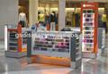 teléfono móvil de encargo de tienda de muebles grande para ir de compras centro comercial