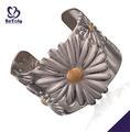 gran flor decorativa de ancho de acero inoxidable pulseras om