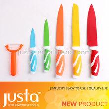 couteau de cuisine faisant la couture matériel outils de jeux
