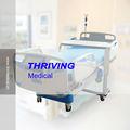 profesionales del hospital unidad de cuidados intensivos de la cama
