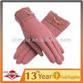 女性のウールの手袋